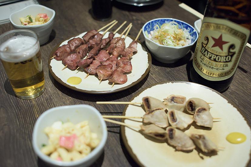 新宿「思い出横丁」で噛みしめるコブクロの味