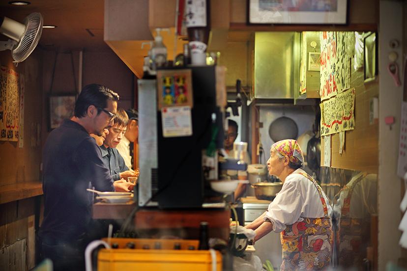 ラコステのロングスリーブポロシャツと「平澤かまぼこ 王子駅前店」のおでん
