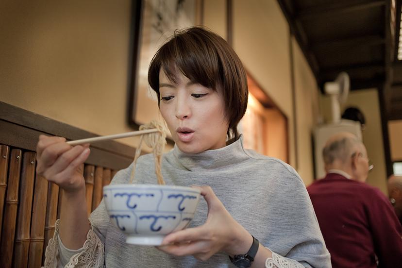 """神田まつや、江戸前の老舗で愉しむ""""蕎麦前""""の味"""