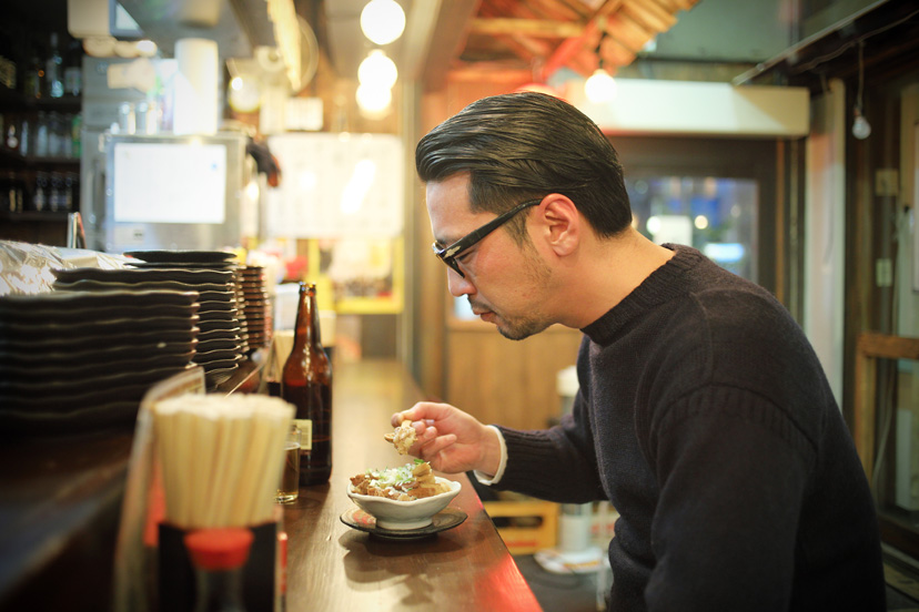 ガンジーセーターと「まるや 恵比寿横丁店」の 味噌ダレのやきとん