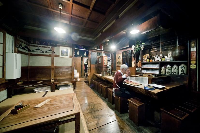 根岸「鍵屋」ザ・昭和居酒屋で雪見酒と洒落込んで